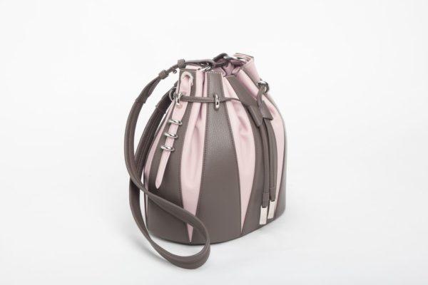 Piccola borsa a secchiello in vitello stampa cervo e pieno fiore fango e rosa foto laterale