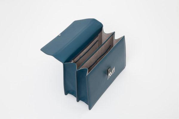 borsa blu da donna in pelle made in italy foto aperta