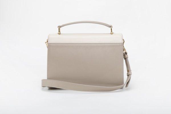 borsa bianca posteriore con accessori in metallo finitura oro
